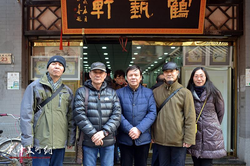 李根友与孟庆占、李建新、拾景芳在鹤艺轩。