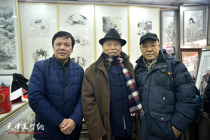 李根友与王俊生、刘凤棋在小品展现场。