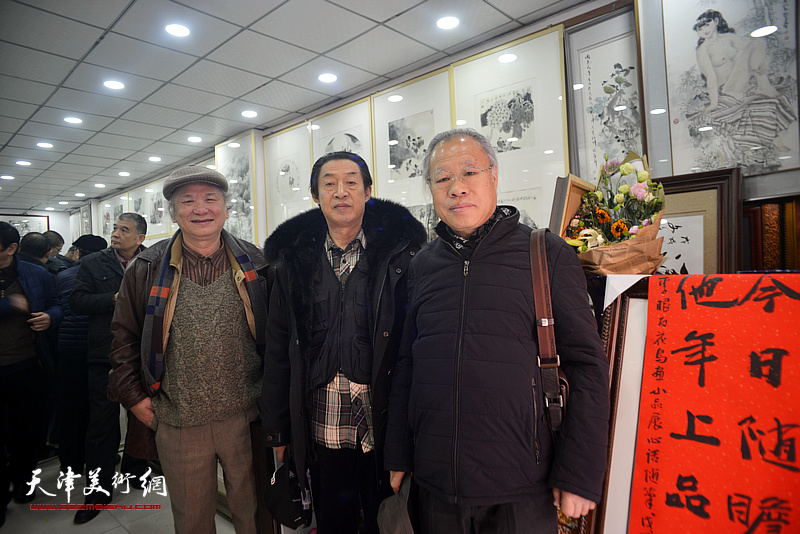 王金厚、李风雨、郭福深在小品展现场。