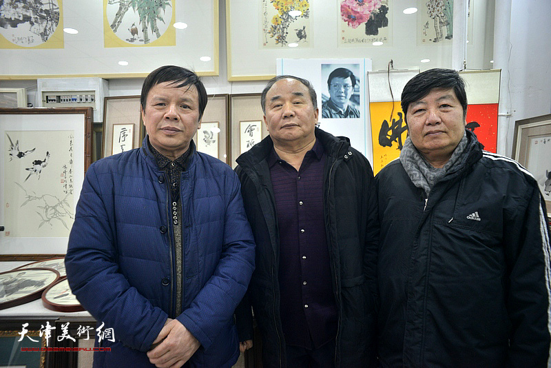 李根友、王惠民、李建华在小品展现场。