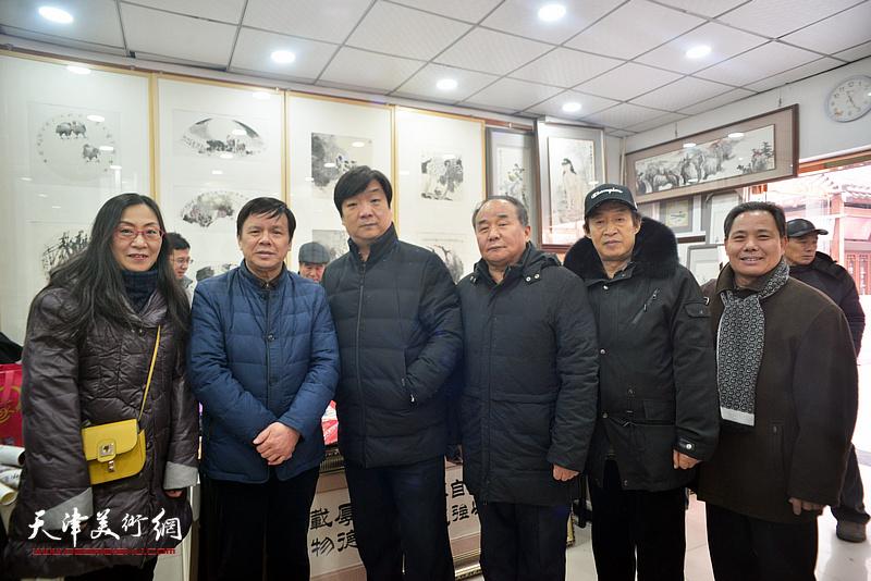 李根友、郭福深、翟洪涛、拾景芳、李建华在小品展现场。