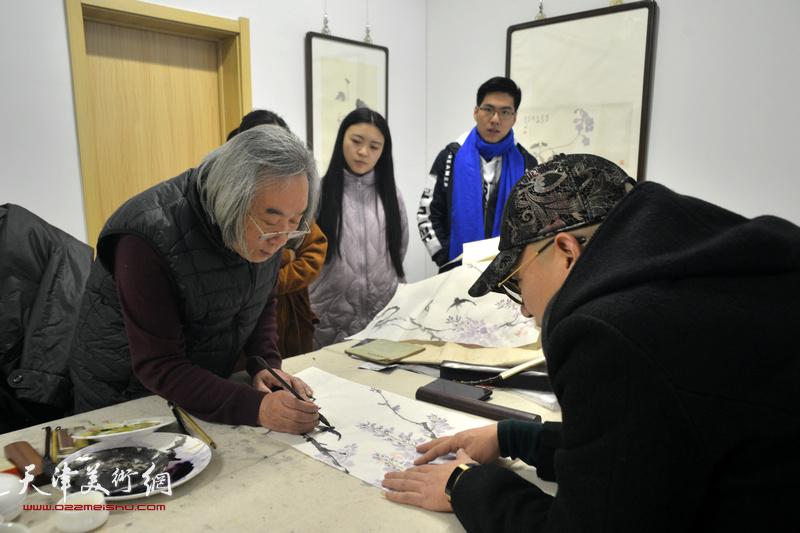 霍春阳老师与溥佐先生嫡长孙爱新觉罗·恒鑫在工作室