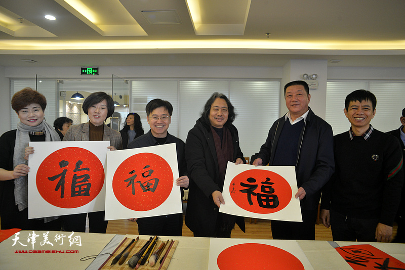 左起:翁芳芳、郭颖、李桂强、贾广健、王海龙、杨海涛在活动现场。