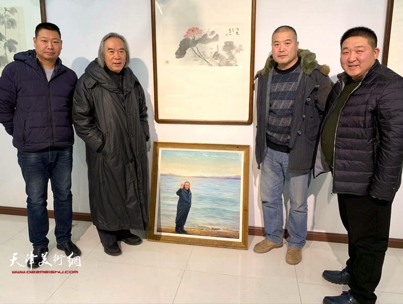 霍春阳、李金玺等与写实油画《海边漫步》
