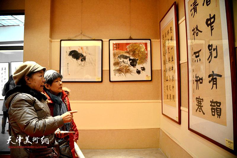 """""""中国第十二届生肖画及国画优秀作品大展—祥猪报春""""现场。"""