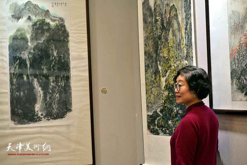 踏雪寻梅--余澍梅山水画作品展现场。