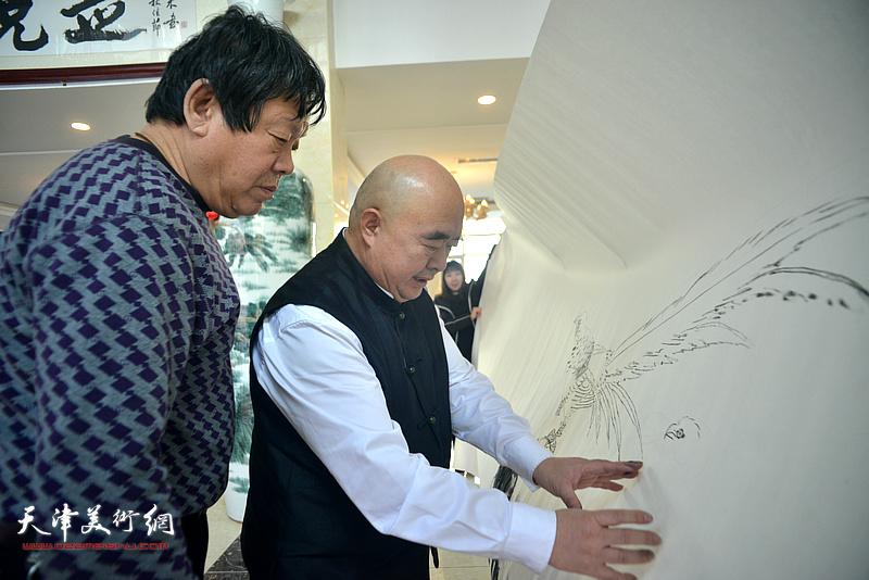 尹沧海、郭鸿春在创作现场。