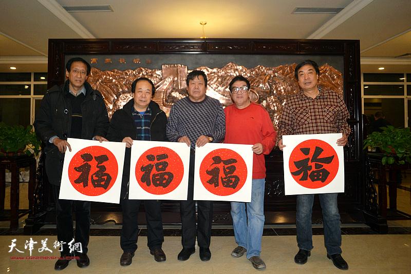 左起:孙光伟、赵寅、郭鸿春、卢贵友、杜晓光在迎新春活动现场。
