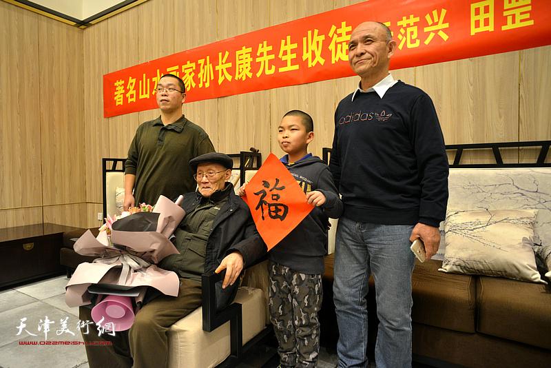 孙长康与田长森、田罡一家在现场。