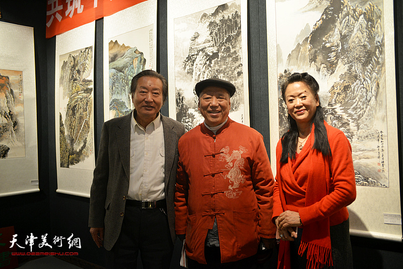 王超、刘家城、徐燕在画展现场