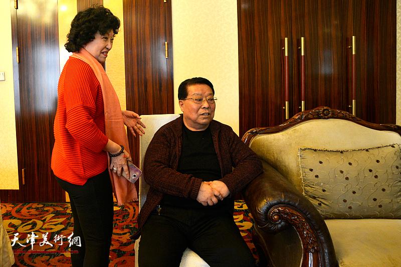 崔莲润、胡玉林在团拜现场。