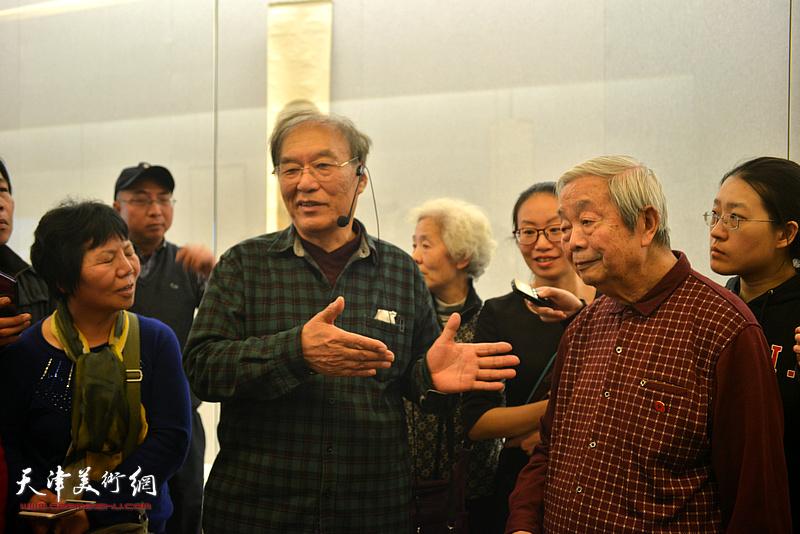 何延喆教授、陈长智先生在讲座现场。