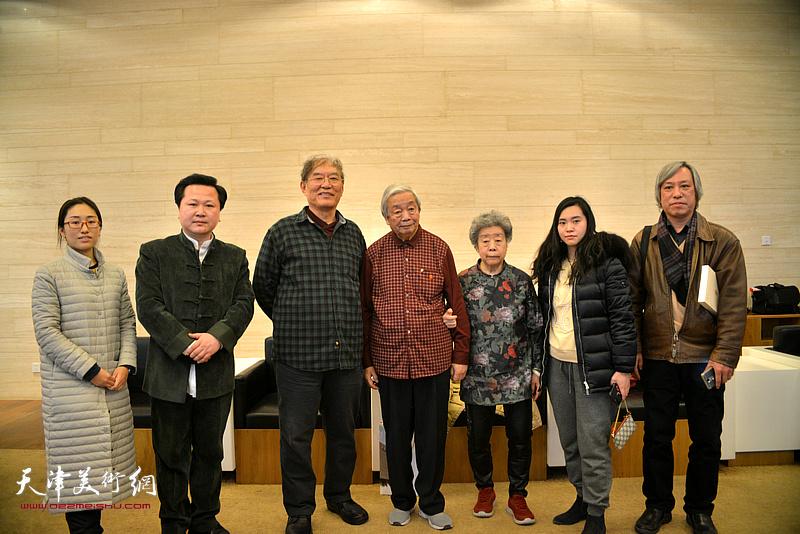 何延喆教授与陈长智、林庆萍、赵景宇、严可馨等在万博manbetx安卓版美术馆。