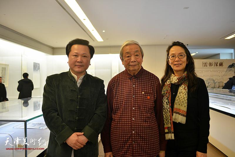 陈长智、卢永琇、赵景宇在《云彰深处——陈少梅作品展》现场。