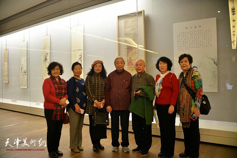 陈长智、缪文杰、王霭馨等在《云彰深处——陈少梅作品展》现场。