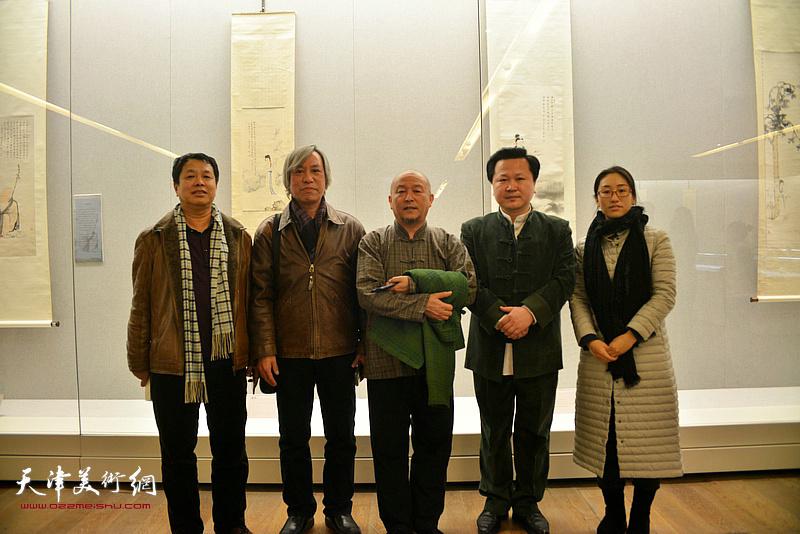 缪文杰、赵景宇、逄玉春等在《云彰深处——陈少梅作品展》现场。