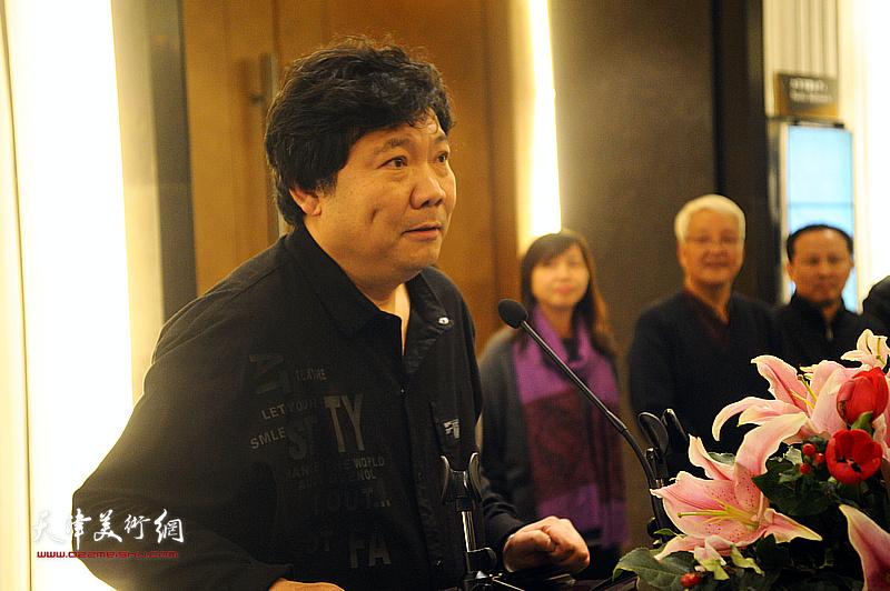 艺术家秀夫先生致答谢辞。