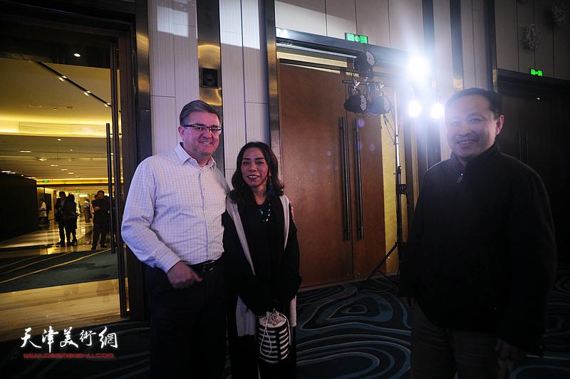 淋子与张立涛等嘉宾在迎春沙龙现场。