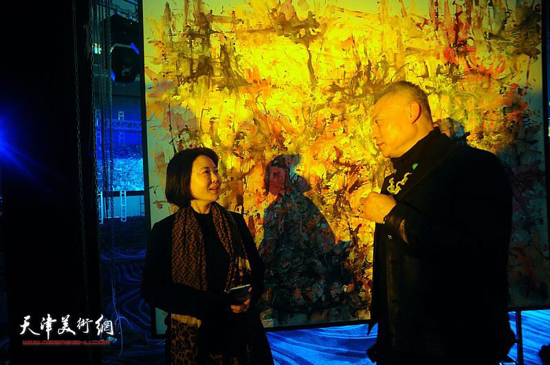 曹雪蓉、张俊国在迎春沙龙现场交流。