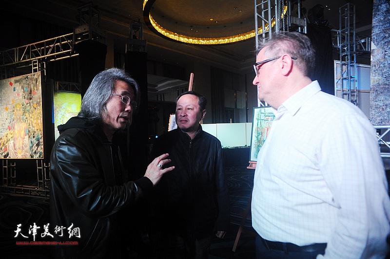 赵均、张立涛与嘉宾在迎春沙龙现场交流。