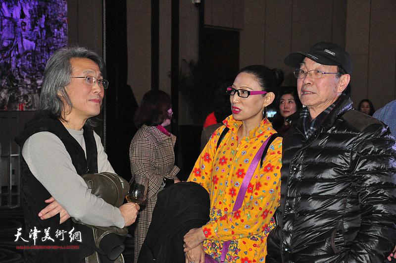 赵均、曲笑笑与嘉宾在迎春沙龙现场交流。