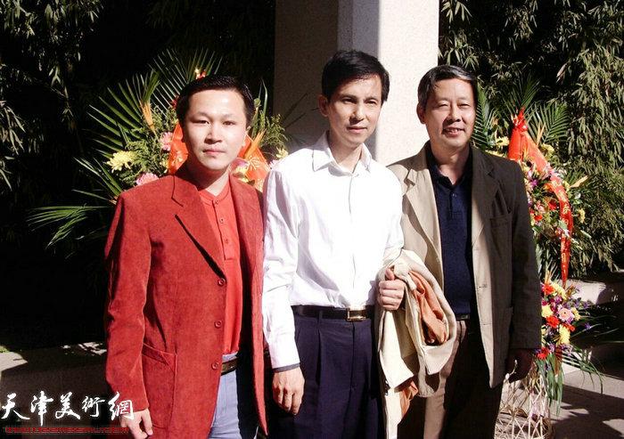 赵景宇先生与何家英先生在霍春阳先生画展上合影留念