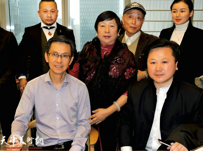 赵景宇先生与何家英先生在上海云间美术馆