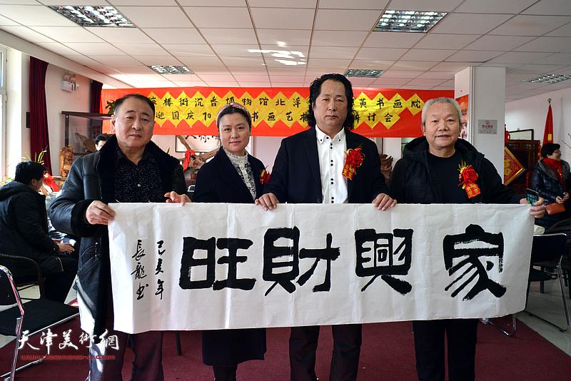左起:田永健、杨瑞明、高军、王秀清、刘长龙在艺术交流研讨会现场