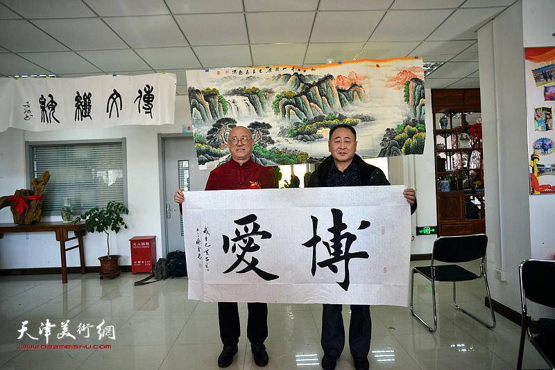 高军、张金忠在艺术交流研讨会现场