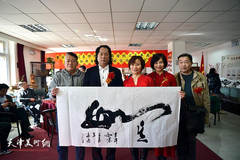 刘长龙、王序凡等在艺术交流研讨会现场