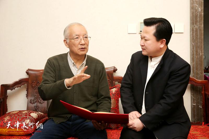 沈光伟先生与赵景宇先生在探讨交流绘画艺术