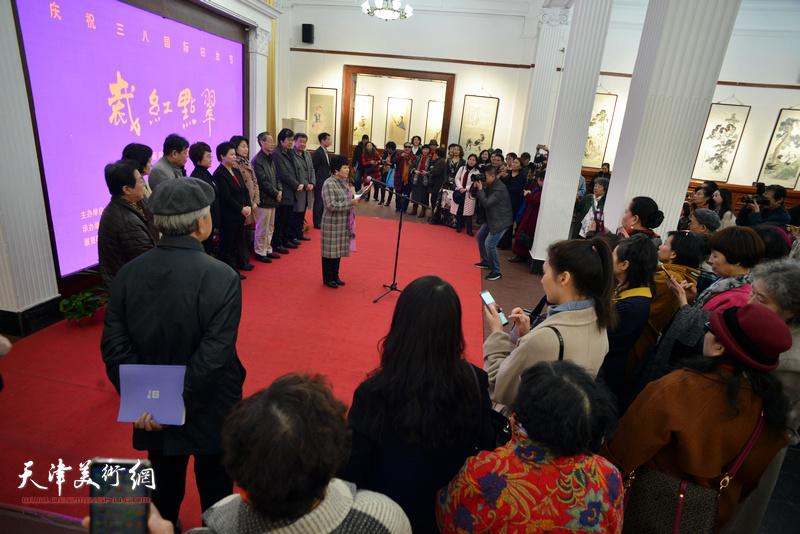 裁红点翠-天津女子画院第十五届国画精品展在西洋美术馆开幕。