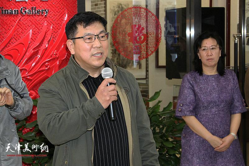 天津工艺美术学院教授、天津青年美术家协会主席徐文汉致辞。