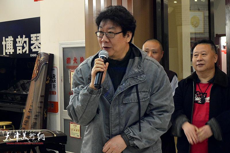 天津画院原副院长、民盟中央美术院理事晏平致辞并宣布画展开幕。