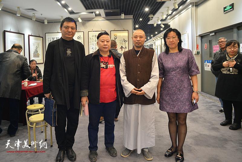 左起:罗广才、吕大江、演旭、元林在书画展现场。