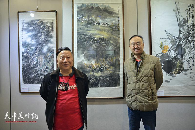 吕大江、柴博森在书画展现场。