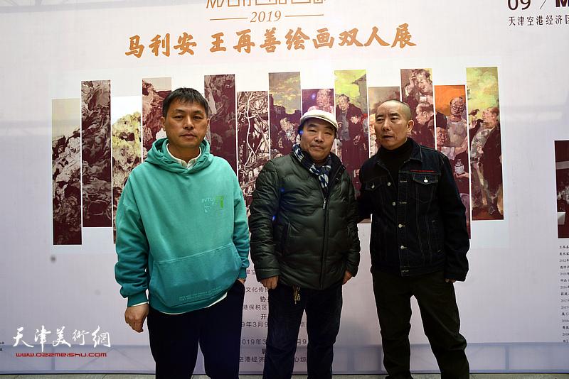 左起:马利安、张文亮、王再善在双人展现场。