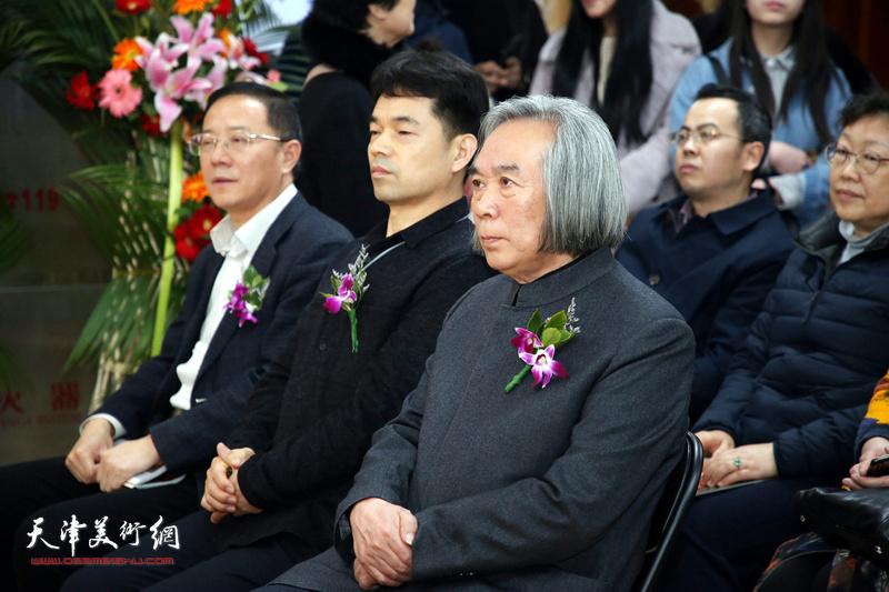 霍春阳先生与王保胜、石永奇先生在展览现场。