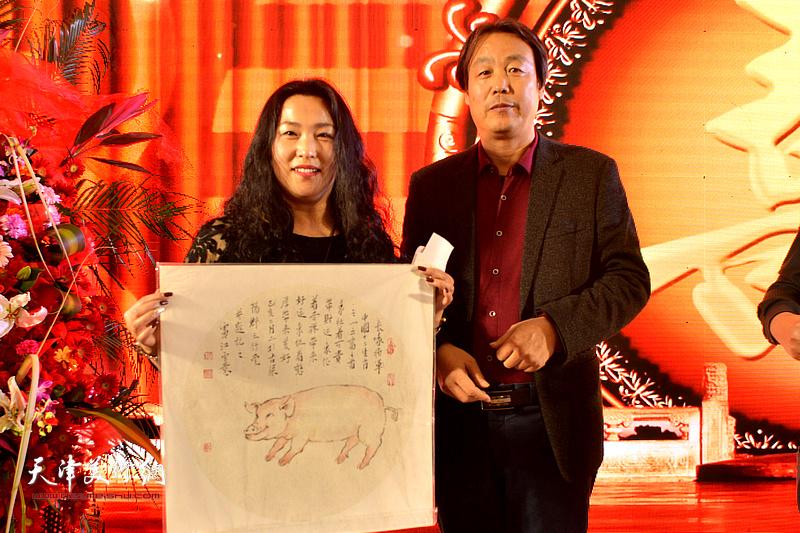 孔宪江为高连荣老太太祝寿。