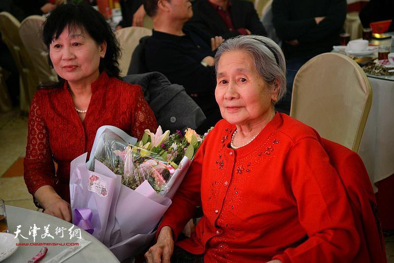 高连荣老太太在活动现场。