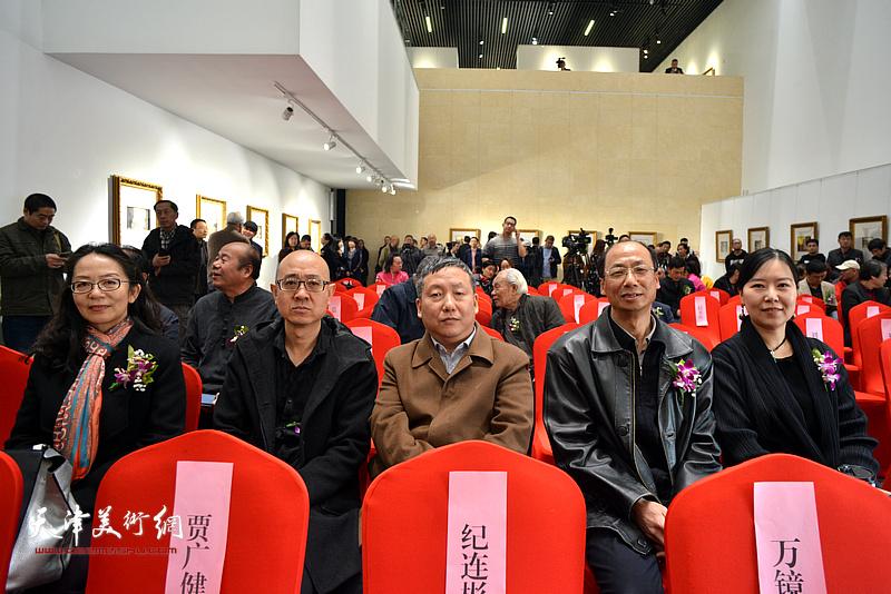 张春雨、赵耀双、马驰、卢永琇、任欢在画展开幕仪式现场。