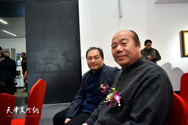 孟庆占、陈治在画展开幕仪式现场。