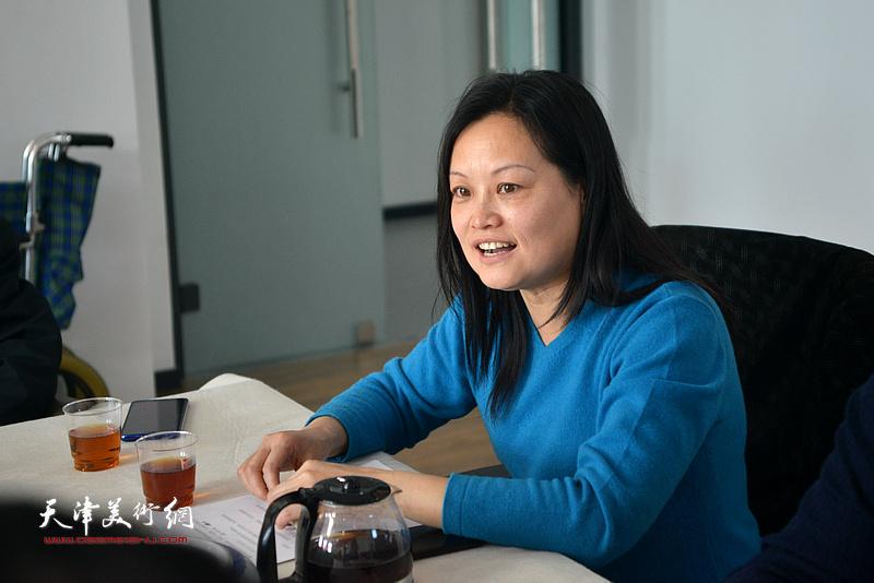 天津市美术家协会山水画专业委员会办公室主任王昕主持联谊活动。