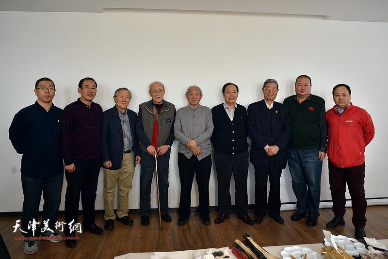 左起:田罡、卞昭宏、姬俊尧、孙长康、纪振民、向中林、王鸿林、马孟杰、李思哲在联谊活动现场。