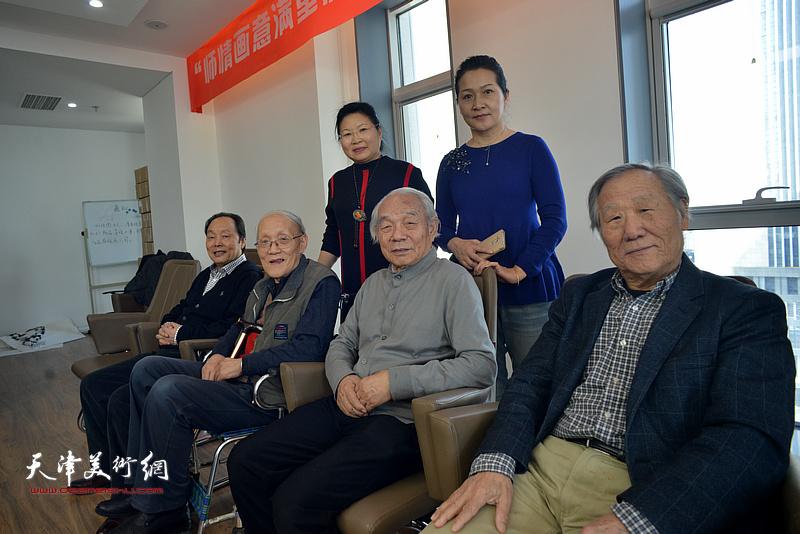 纪振民、姬俊尧、孙长康、向中林、张芝琴、张静在联谊活动现场。