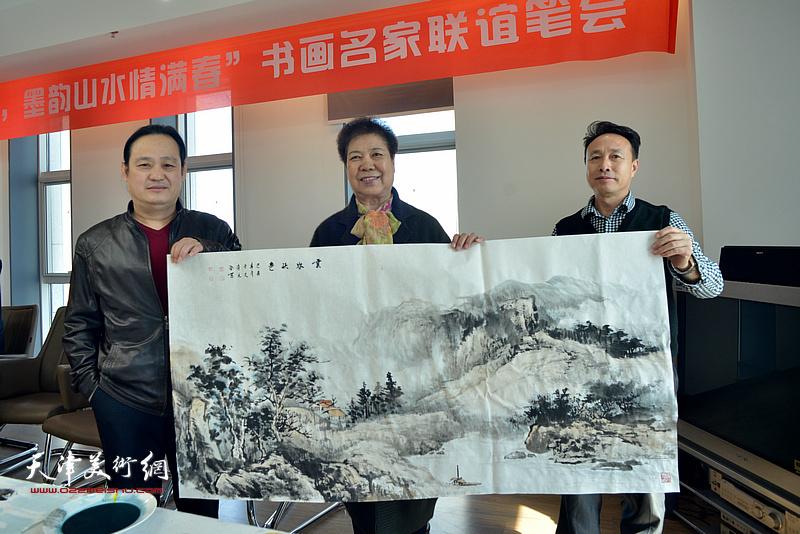 左起:孙连元、于文、尹秋海在书画名家联谊活动现场