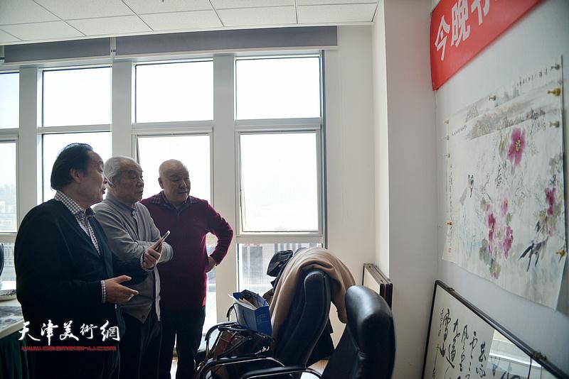 纪振民、向中林、刘凤棋在书画名家联谊活动现场