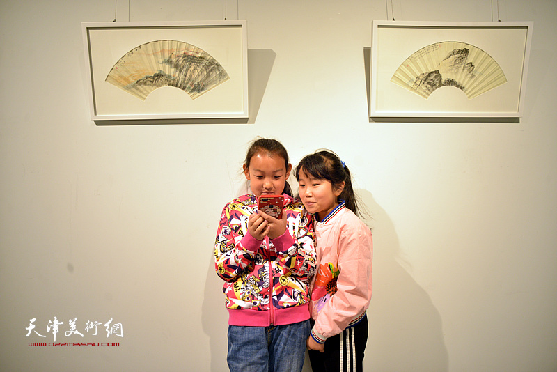 水墨氤氲——李大章百幅扇面书画小品展现场。