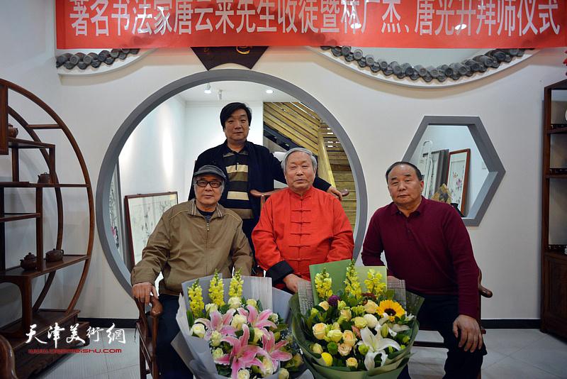 唐云来先生与郭书仁、翟鸿涛、李建华在拜师仪式现场