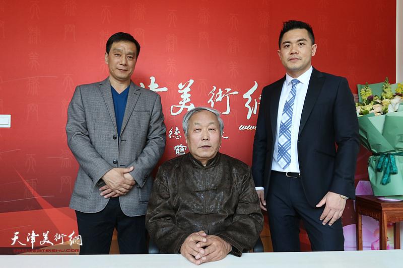 唐云来先生与新徒林广杰、唐光升在位于紫玉山房的天津美术网书画名家访谈室。